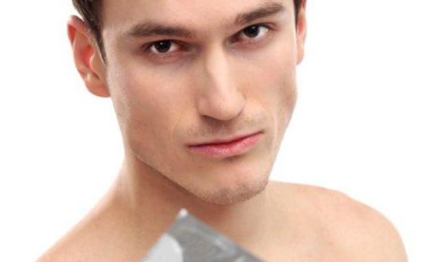 בחור עם קונדום (צילום: אימג'בנק / Thinkstock)