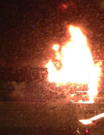 נהגים תיעדו את האש באוטובוס (צילום: אבי קשמן, המייל האדום)