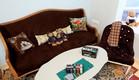 ג'אנק סטייל, כורסה חומה ספה (צילום: עודד קרני)