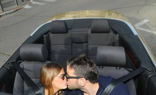 טום קשתי עם החברה ורכב חדש (צילום: ברק פכטר ,mako)