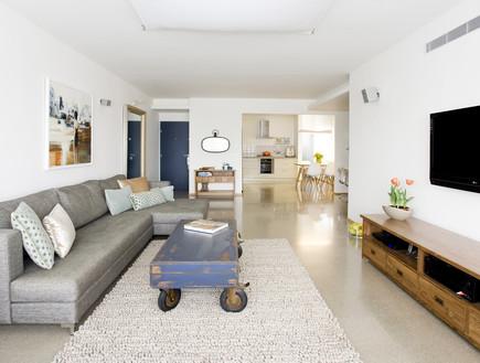 קרן שהם, שטיח בסלון (צילום: רני לוריא)