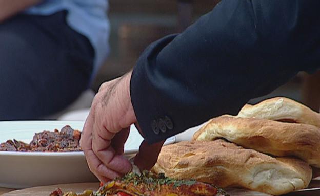 פילה מוסר עם זיתים ומנגולד(mako)