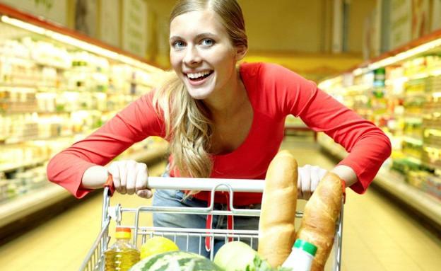 אישה בסופרמרקט (צילום: אימג'בנק / Thinkstock)