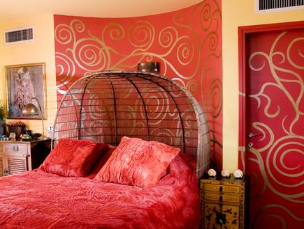 קיסריה, מיטה אדומה (צילום: מיכאל טופיול)