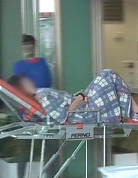 רץ מובל לבית החולים, בשבוע שעבר (צילום: חדשות 2)
