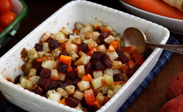 ירקות שורש אפויים בתנור (צילום: אפיק גבאי ,אוכל טוב)