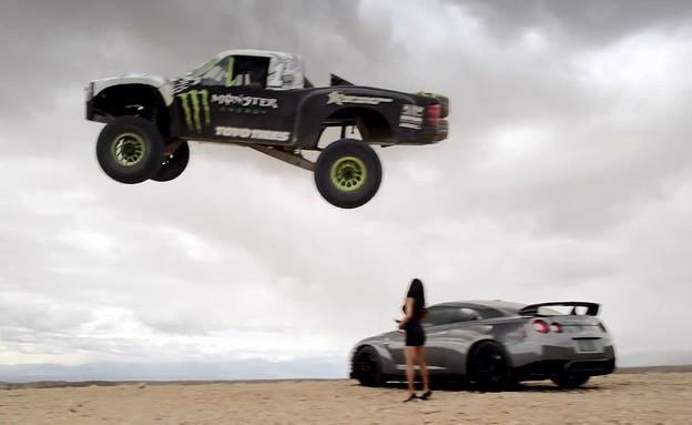 קפיצה מעל GTR (צילום: יוטיוב )