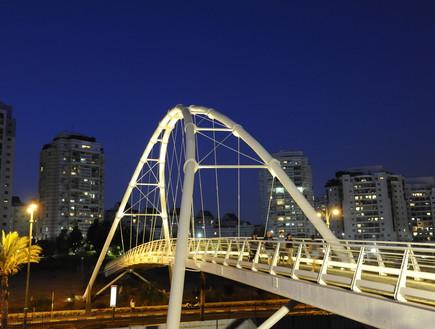 גשר בגבעתיים צילום ישראל מלובני