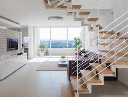 דירה בשיכון, מדרגות