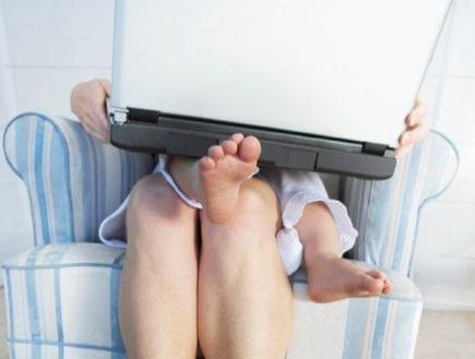 אמא קרייריסטית תינוק (צילום: ThinkStock ,Getty images)