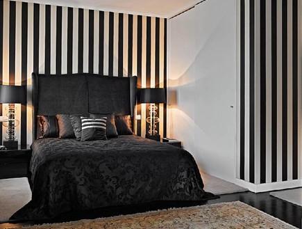 קירות פסים, שחור לבן מיטה