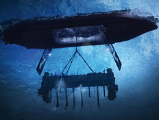 הרמת הצוללת הרוסית (צילום: http://hamptonroads.com)