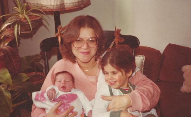 מיכל דליות עם שתי בנותיה (צילום: תומר ושחר צלמים)