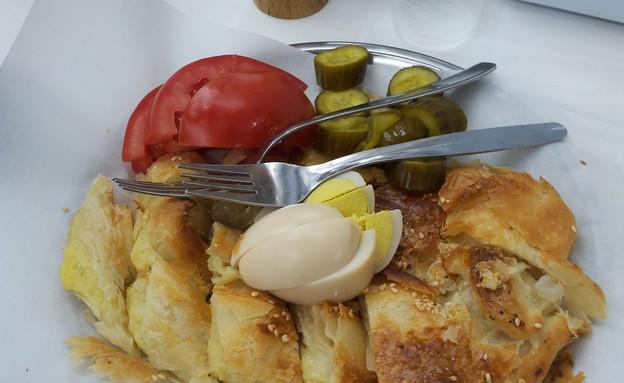 שוק הכרמל: בורקס טורקי אמיתי (צילום: דנה בר-אל שוורץ ,אוכל טוב)