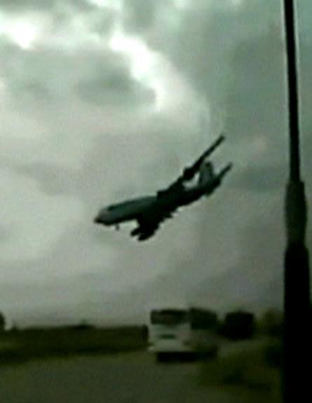 המטוס רגעים לפני ההתרסקות (צילום: מתוך יוטיוב)