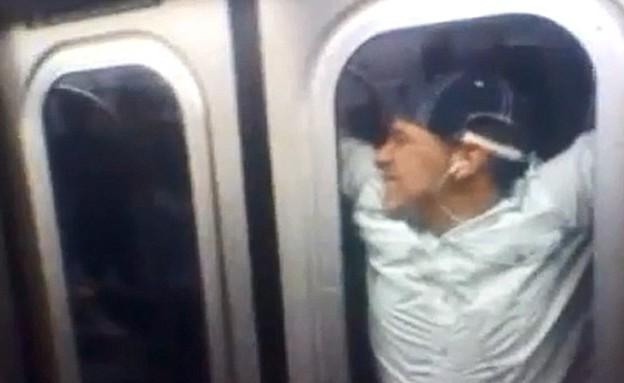 פעלולים ברכבת התחתית בניו יורק (תמונת AVI: יוטיוב  ,צילום מסך youtube)