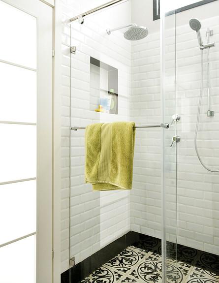 דלית לילינטל , חדר רחצה מקלחון