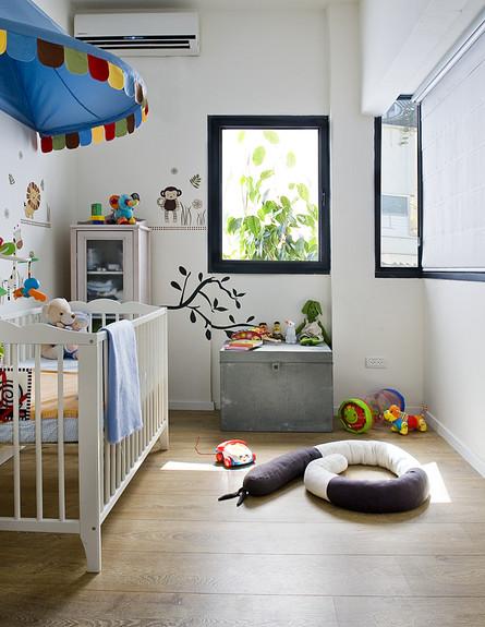 דלית לילינטל , חדר תינוק