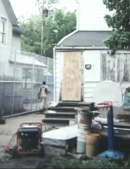 בית העינויים. משחקי ילדים בחצר (צילום: CNN)
