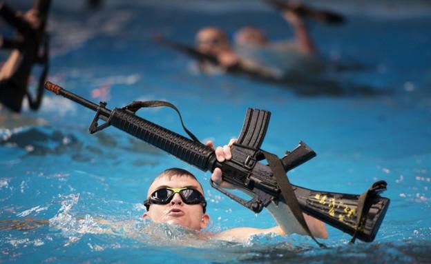 אימון צלילה של המארינס (צילום: כוחות המארינס האמריקאים)