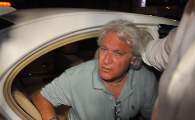 רוני מיילי מגיע הביתה (צילום: צ'ינו פפראצי ,mako)