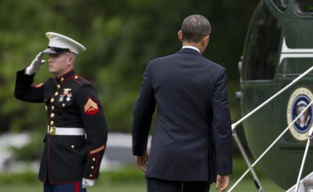 אובמה שוכח להצדיע (צילום: יוטיוב )