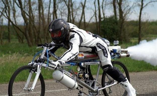 אופניים עם מנוע רקטה