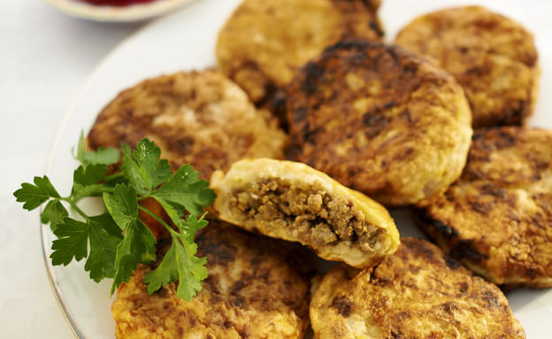 קובה תפוחי אדמה במילוי בשר טחון (צילום: מוטי פישביין ,הבישול העיראקי של אמא, הוצאת קוראים)