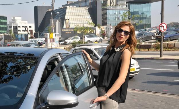 אורנה דץ מתחדשת ברכב (צילום: דפנה גזית ,mako)