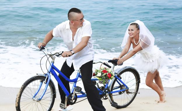 חתן כלה אופניים (צילום: Thinkstock ,getty images)