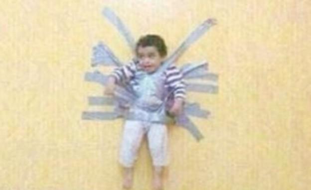התינוק הסעודי שמודבק לקיר