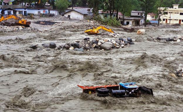 השטפונות הקשים בצפון הודו, השבוע (צילום: רויטרס)