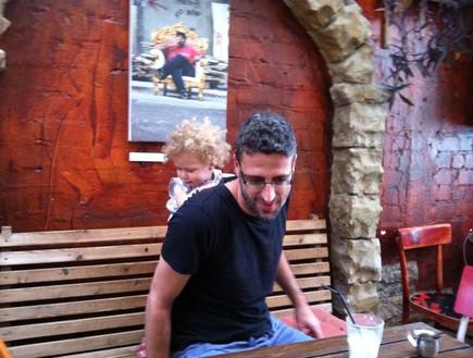 גיל קדרון ואריאל במסעדת קסבה