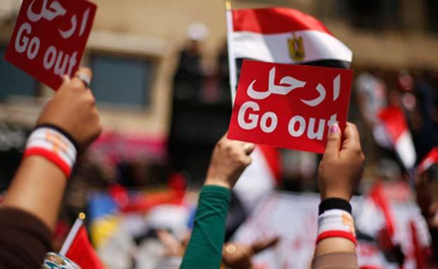 מפגינים נגד מורסי (צילום: רויטרס)