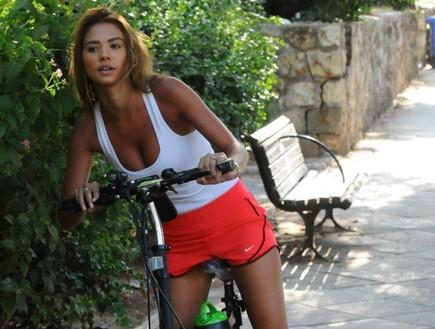 רוסלנה רודינה על אופניים
