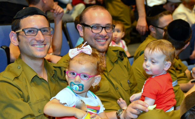 מפגן תמיכה ענק בחיילים החרדים ובני משפחותיהם בחיפה (צילום: חדשות 2)