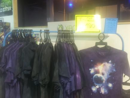 חולצה למכירה בתערוכת החלל