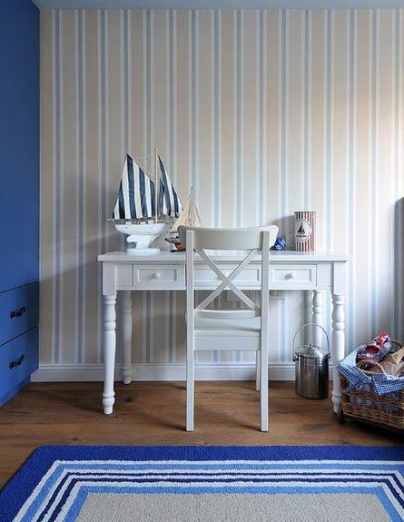 ריקי קורי בכר, חדר כחול שולחן גובה