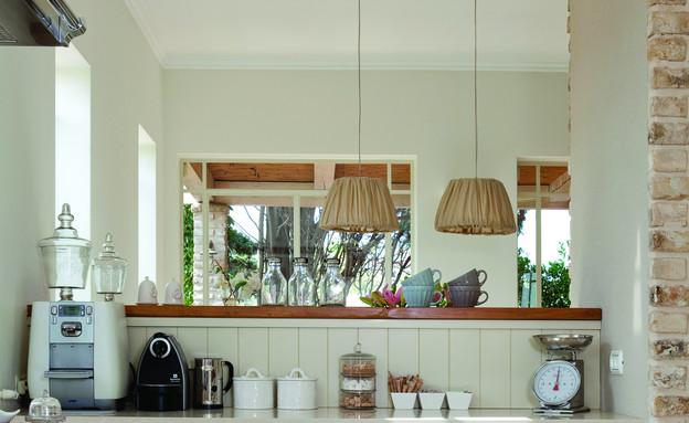 הוד השרון, מנורות במטבח (צילום: הגר דופלט)