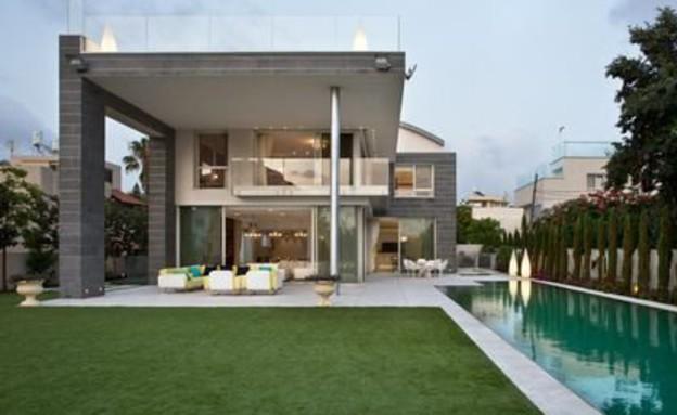 הבית היקר בישראל, חצר אחורית (צילום: באדיבות אלון דנין, משרד גלי תכלת)