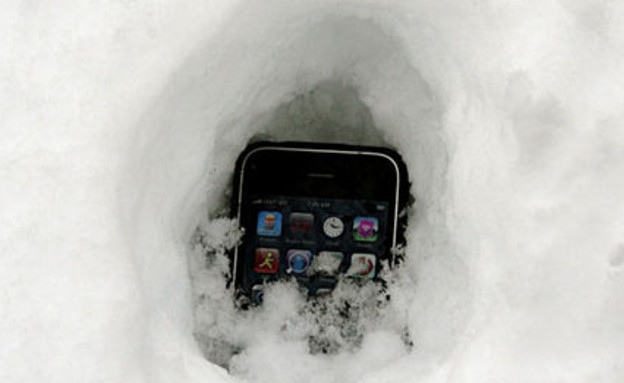אייפון בשלג (צילום: iphonesavior.com)