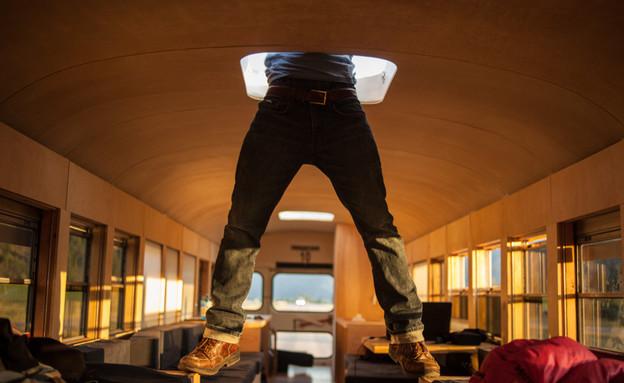 אוטובוס משופץ, רגליים (צילום: Justin Evidon)