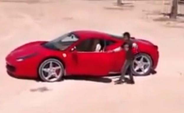 ילד לובי נוהג בפרארי 458 (צילום: יוטיוב )