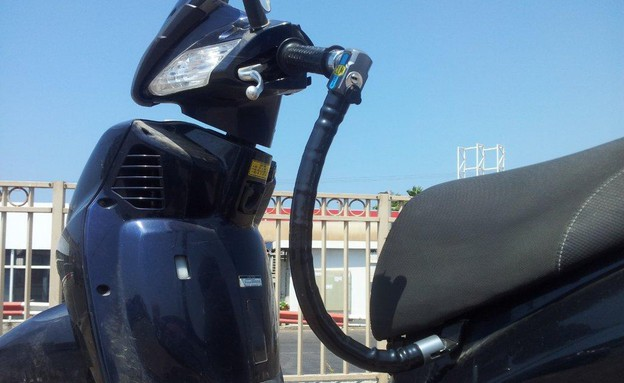 מנעול אופנוע CLM (צילום: נעם וינד)