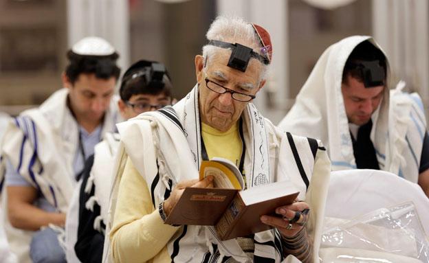 העובדים המתפללים יוכלו לאחר לעבודה, אילוסטרציה (צילום: AP)