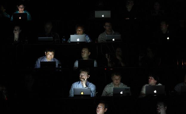 מול מחשב (צילום: getty images ,getty images)