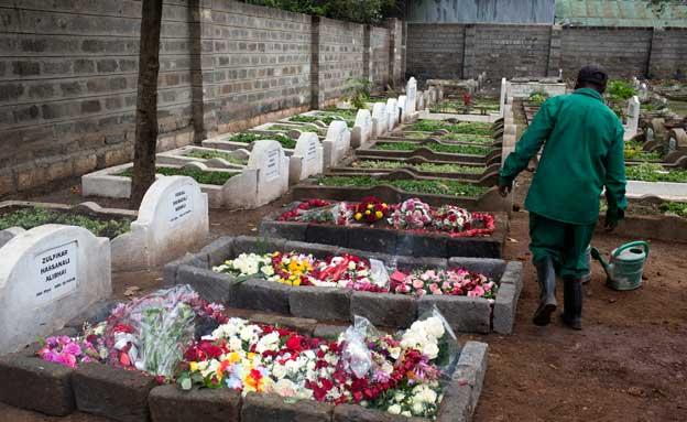 קברי ההרוגים בקניה, היום (צילום: רויטרס)