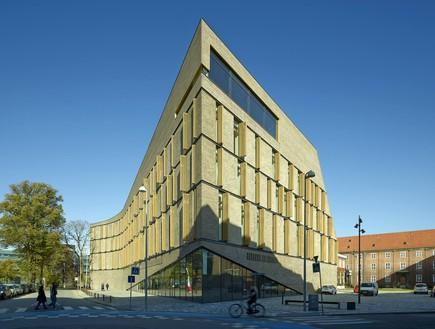 תחרות אדריכלים, בית משפט