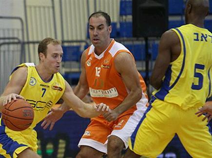 לא שכח לשחק כדורסל. טפירו מול ליפשיץ (אתר המנהלת)