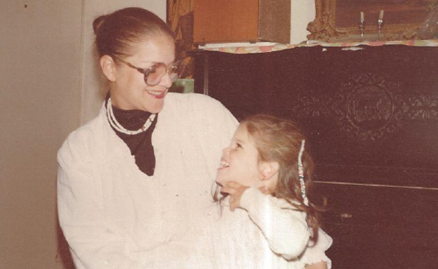 מיכל ובתה שני בת השלוש וחצי - קובץ 3 (צילום: תומר ושחר צלמים)